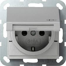 gira 041426 system 55 schuko steckdose mit klappdeckel integriertem erhöhten berührungsschutz und symbol farbe alu lackiert