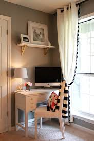 Small Desk Ideas Diy by Best 25 Small Desk Space Ideas On Pinterest Small Bedroom