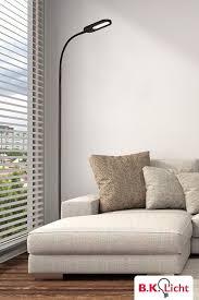 stehle wohnzimmer schwarz mit flexiblem leuchtenkopf