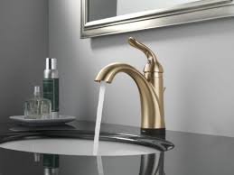 Delta Linden Widespread Bathroom Faucet by Faucet Com 538t Ss Dst In Brilliance Stainless By Delta