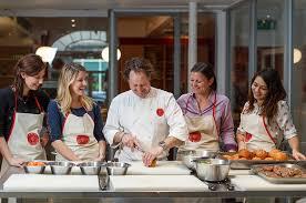 cours de cuisine française à l atelier des chefs à lyon