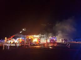 spectaculaire incendie de bateaux dans le port de la pointe