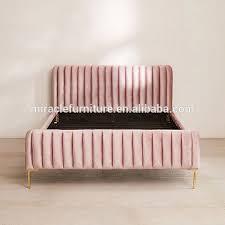 einfache design baby rosa samt polster goldene beine bett für schlafzimmer hotel buy weiche könig bett für schlafzimmer hotel baby rosa samt polster