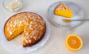 saftiger orangenkuchen mit mandelblättchen