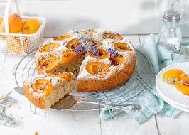 aprikosenkuchen mit walnüssen und lavendel
