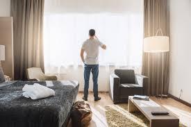 wasserschaden wer zahlt unterbringung hotelkosten