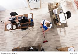 büro putzen so bleibt s im unternehmen sauber büromöbel