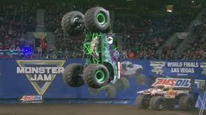 100 Monster Truck Oakland Grave Digger Wins Portland Freestyle 2017 MONSTER JAM