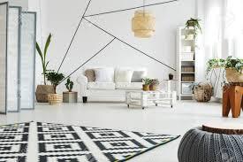 weiße moderne möbel im scandi stil wohnzimmer