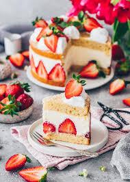 vegan strawberry and cake
