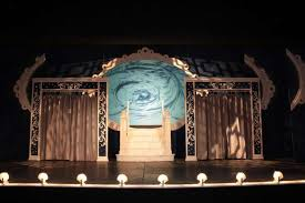 Curtain Call Stamford Ct by Designer Helps Tell Curtain Call U0027s Stories By Creating The Scene