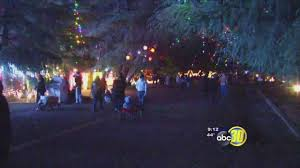 Christmas Tree Lane Fresno Homes For Sale by Hundreds Fill Fresno Streets For Christmas Tree Lane Opening