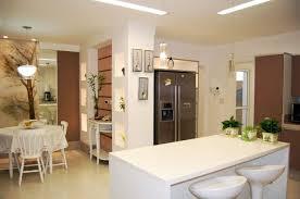 cuisine ouverte sur le salon photo une cuisine ouverte sur le salon avec réfrigérateur