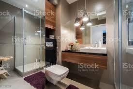 moderne grau und beige badezimmer stockfoto und mehr bilder architektur