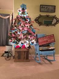 Blue Red White Christmas Tree Pallet Base