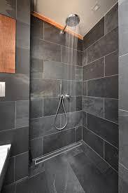 badezimmer schiefer dusche schwarz holz conscious design