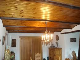 plafond avec poutres apparentes