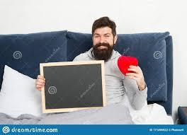 grober karte lockern sich im schlafzimmer mit geschenk