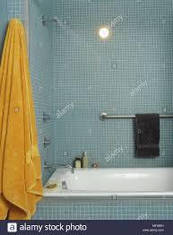 ein modernes badezimmer fliesen wände mit mosaik fliesen