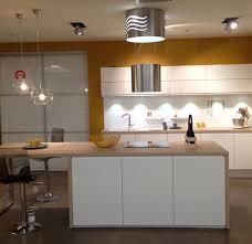 cuisine jaune et blanche showroom mobalpa cuisine jaune et blanche
