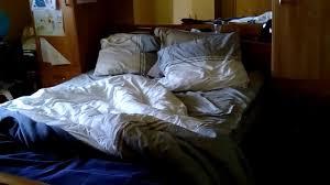 cachee dans la chambre je fais de la éra cachée je me cache de ma sœur