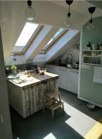 kleine küche mit insel in dachgeschosswohnung