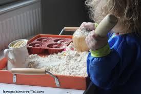 cloud dough ou la pâte à modeler semblable à du mouillé