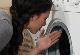 odeur linge machine a laver mauvaises odeurs dans le lave linge ou le lave vaisselle