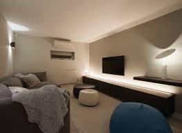 elegantes wohnzimmer mit langem lowboard bild kaufen
