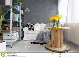 wohnzimmer mit blumen stockbild bild blumen wohnzimmer