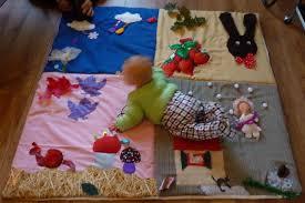 tapis d eveil couture le tapis d éveil tout coloré couture tricot scrapbooking