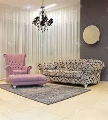 moderne wohnzimmer ecke mit vintage möbel
