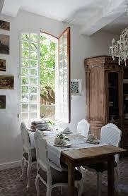 rokoko stühle um gedeckten tisch vor bild kaufen