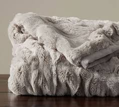 Oversized Throw Pillows Canada by Best 25 Faux Fur Throw Ideas On Pinterest Faux Fur Blanket Fur