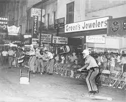 Parade Float Decorations In San Antonio by Riot Marred 1971 Fiesta Flambeau Parade San Antonio Express News