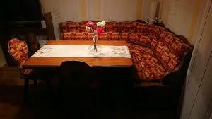 kleine sitzecke mit tisch und stühlen