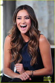 Pretty Little Liars Halloween Special 2014 Download by Shay Mitchell Is Very Careful While Live Tweeting U0027pretty Little