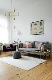 wohnzimmer skandinavisch retro samt gold messing in