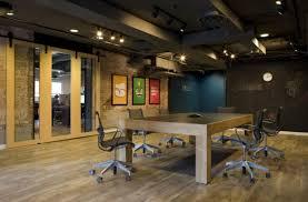 bureaux industriels ambiance industrielle pour les bureaux de cette agence de design