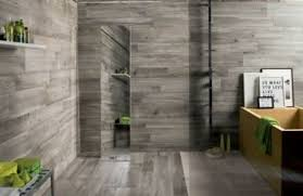 kleines badezimmer groß wirken lassen 25 beispiele