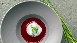 rote bete suppe mit meerrettich schaum