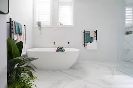 zeitlose badezimmer ganz in weiß ein synonym für eleganz