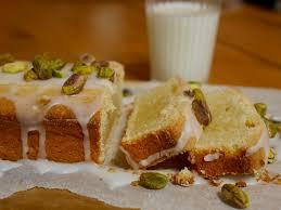 zitronen mascarpone rührkuchen mit pistazien