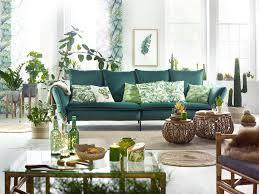 wohnzimmer im dschungel look mit grüner und tropischen
