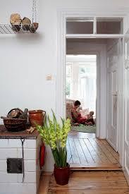 mutter und baby spielen im wohnzimmer bild kaufen 287299