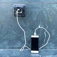 todesgefahr mobilfunker warnen vor handy aufladen im badezimmer