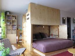 wohnzimmer und schlafzimmer in einem raum