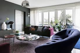 elegantes wohnzimmer in dunklen farben bild kaufen
