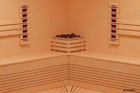 foto auf lager klassische hölzerne infrarote finnische saunakabine im badezimmer innenraum nahaufnahme 3d rendering