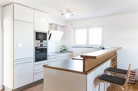 dunkle küchenarbeitsplatten in kombination mit weißen